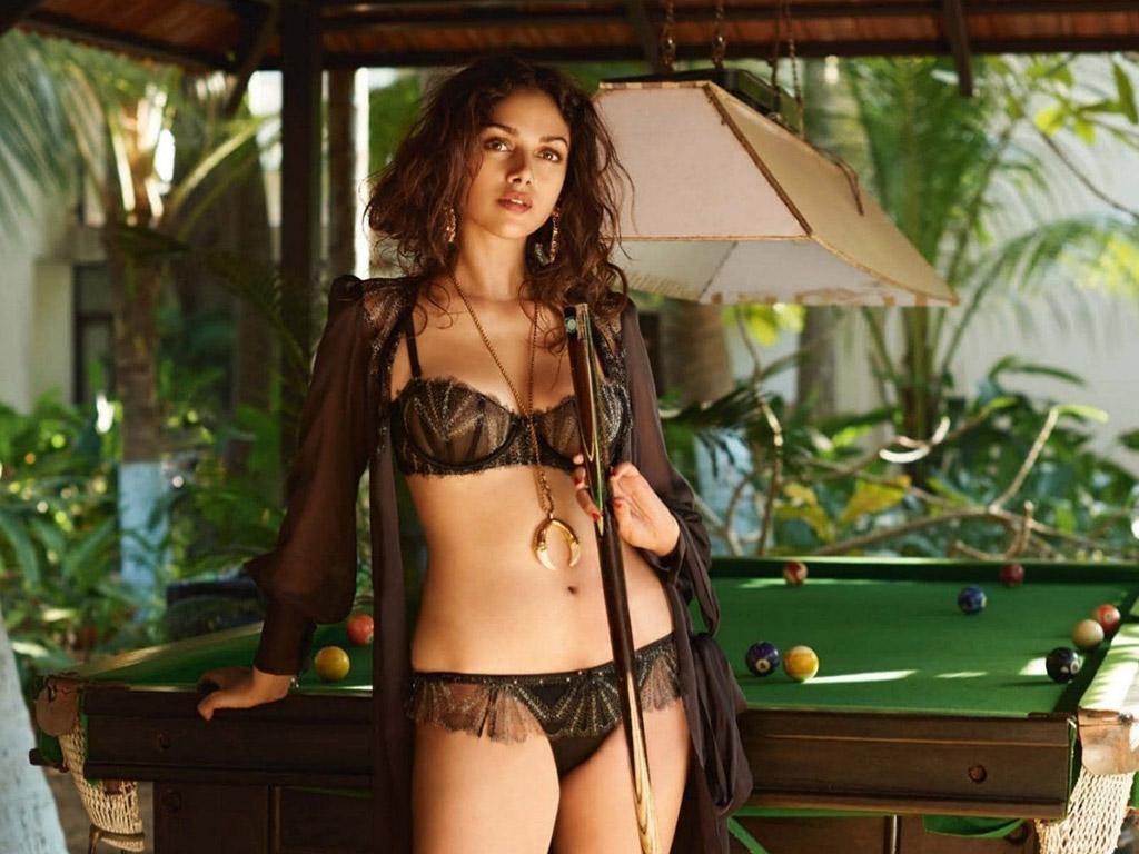 Bollywood Actress Aditi Rao Hydari Latest Hot Hd Photos
