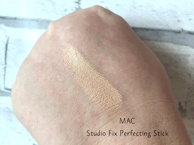 MAC Studio Fix Perfecting Stick Swatch NW20