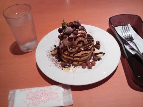 バースデーパンケーキ1 デニーズ守山店