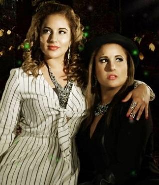 Foto de las gemelas Andrea e Irene Ramos muy elegantes