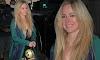 Avril Lavigne se vuelve grunge con top negro y medias rotas
