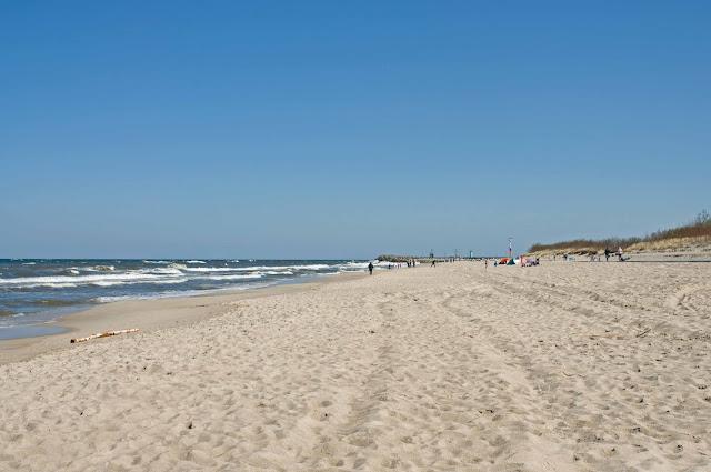 szeroka i piaszczysta plaża we Władysławowie