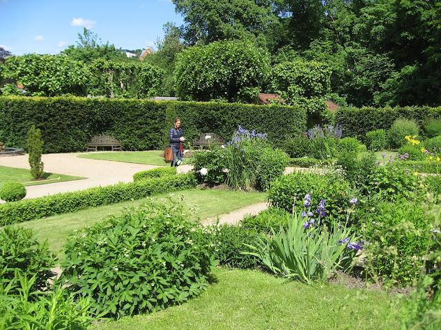 Oversikt over flere bed i Gøteborgs botaniske hage