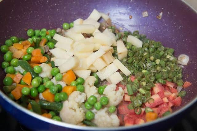 veg-rice-pulao-recipe-step-4