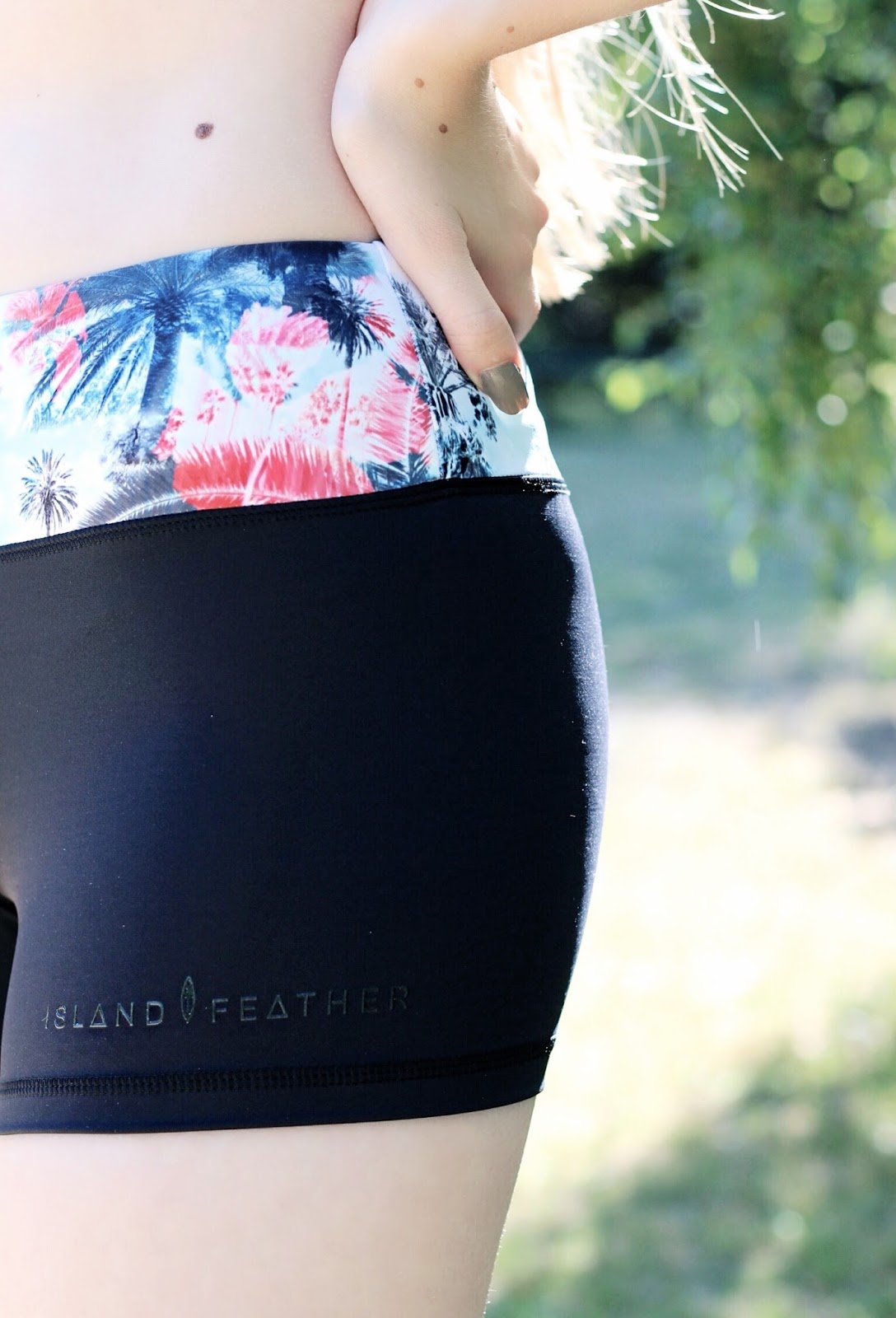 Island Feather Training Yoga Shorts