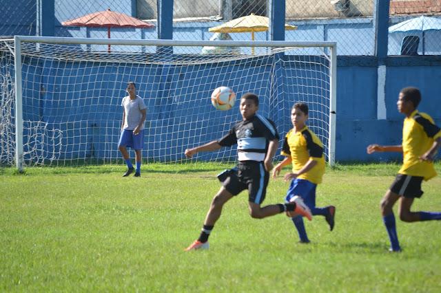 Belford Roxo seleciona atletas de futebol de campo para time da Vila Olímpica
