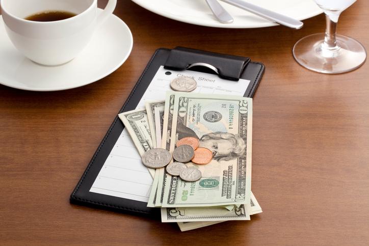 Wow, Orang ini Memberi Tips Rp140 juta pada Pelayan Restoran