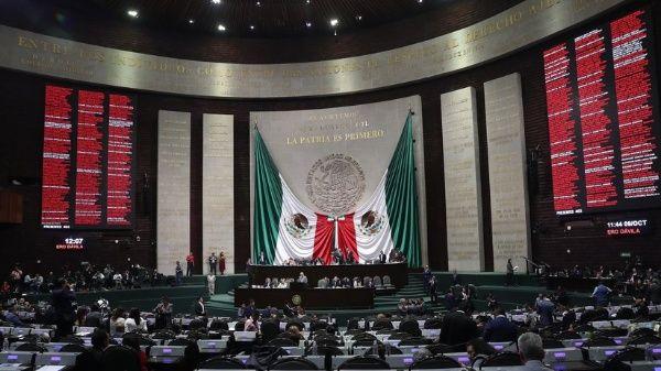 Confirman reducción de salario a servidores públicos en México