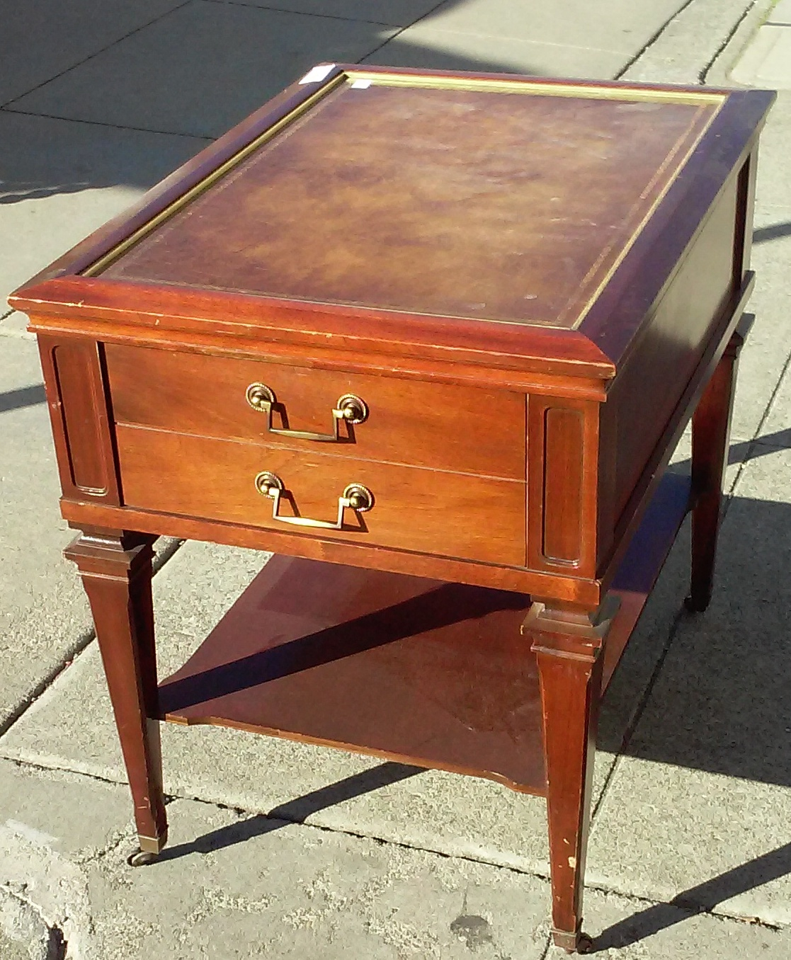 Sold 11844 Vintage Leather Top Mahogany End Table 35
