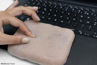 شاهد فريق بحث يطورون حقيبة هاتف مصنوعة من مادة تشبه بشرة البشر