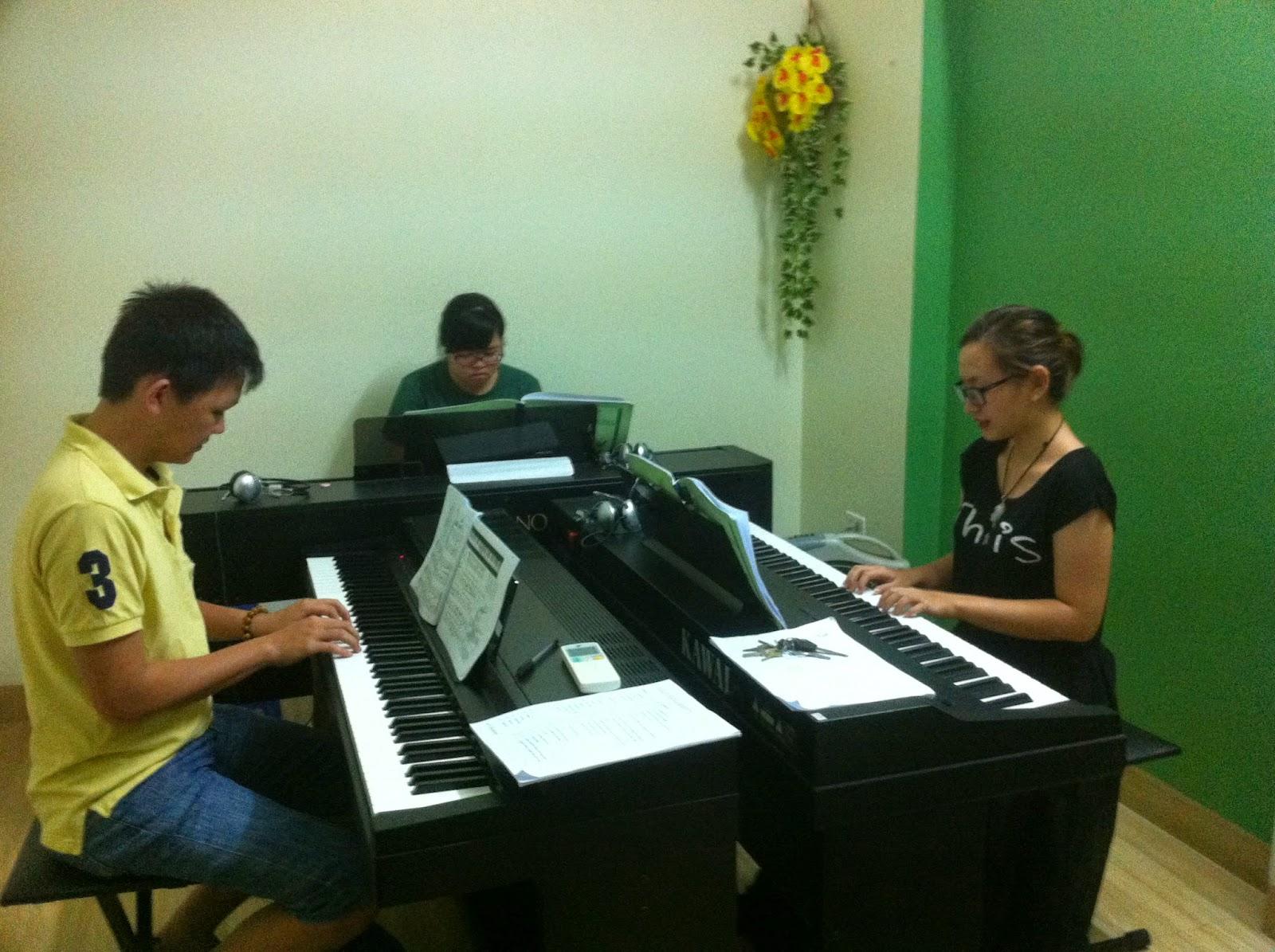 lớp học piano nhóm