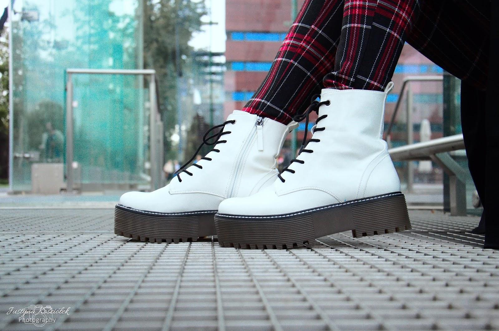 Jak ubierać się na jesień? Stylizacja z kratką w roli głównej. Spodnie w kratkę, spodnie w kratkę tradivarius, stradivarius, legginsy, legginsy w kratkę, legginsy stradivarius, botki na platformie, buty na platformie, białe buty, treny, trendy jesień, jesień 2018, zima 2018, modna jesień, modna zima, modne stylizacje, bershka, newyorker, makijaż, makijaż wieczorowy, mac, nyx, makeup revolution, kobo, Dior, Kryolan, Rimmel, Catrice, Bell, Karaya, Revlon, Zoeva, mdalecka, szkoła marzeny daleckiej, wizaż, wizaż wrocław, szkoła wizażu, szkoła wizażu we wrocławiu, fotografia glamour