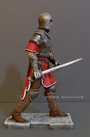 statuina guerriero personalizzato con spada cavaliere armato presepio orme magiche