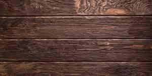 Sifat-sifat umum kayu pada umumnya dapat dibedakan menjadi tiga bagian yakni sifat-sifat fisik kayu, sifat-sifat kimia kayu, dan sifat-sifat mekanik kayu. Dari sifat-sifat kayu yang yang tertera tersebut, terdapat beberapa sifat-sifat umum kayu. Menurut Dumanauw (1990), sifat-sifat umum kayu terdiri atas beberapa bagian yakni sebagai berikut: