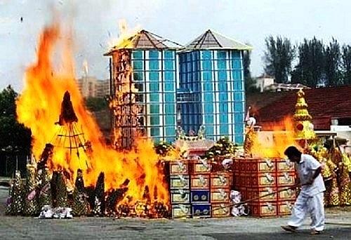 Tục lệ đốt vàng mã cho vong linh là sai trái với lời Phật dạy