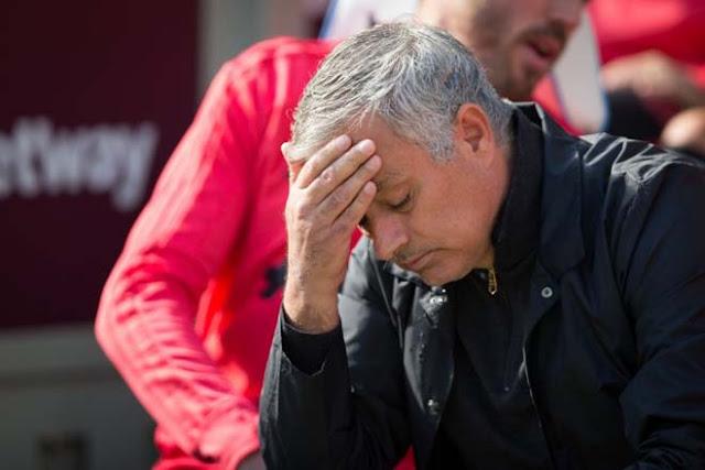 """Bị MU - Real Madrid """"xử phũ"""", HLV Mourinho học tiếng Đức để đến bến đỗ khó ngờ"""