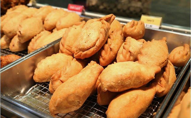 old chang kee Old chang kee prides itself on its signature curry puff- the old chang kee curry'o, which is complemented by a variety of more than 40 other food products, such as.