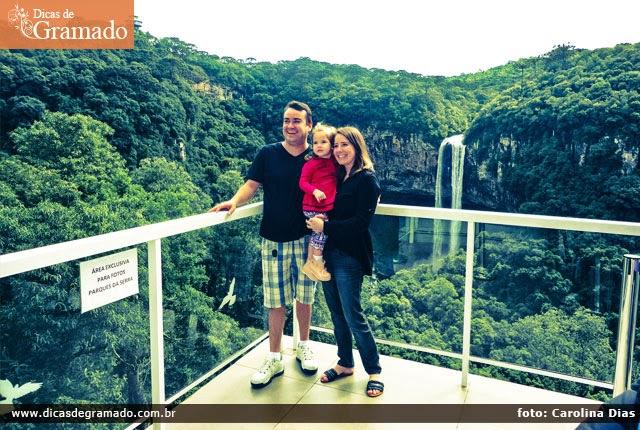 A família reunida na linda paisagem do Parque do Caracol.