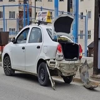 Taxista imprudente provoca choque en Ushuaia