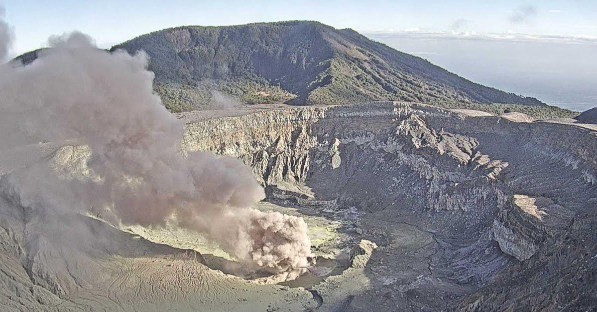 VIDEO Eruzione del Vulcano Poás in Costa Rica.