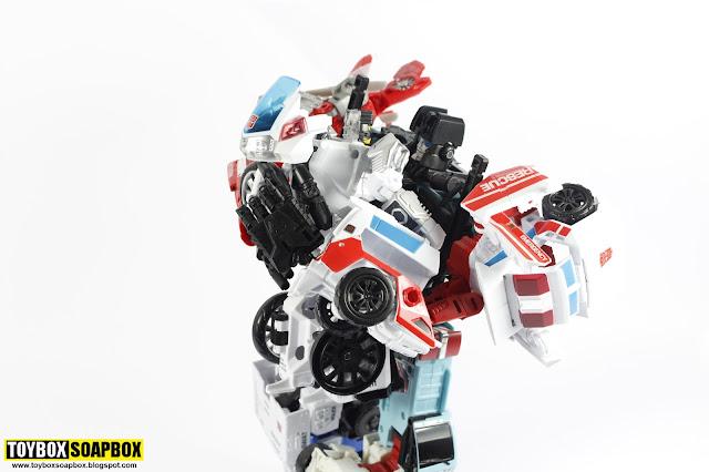 hasbro combiner wars groove defensor