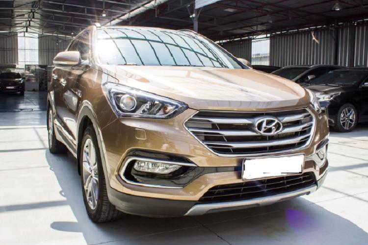 Có nên mua Hyundai SantaFe 2016 gần 900 triệu trên sàn xe cũ?