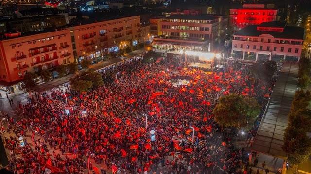 """Veličanstven doček """"ajkula"""" u Podgorici: 15.000 ljudi na Trgu nezavisnosti"""