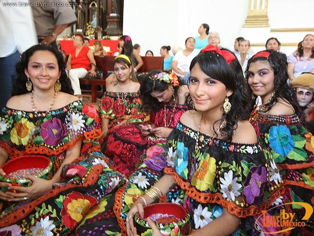 Muñecos Hechos De Papel Muestran Diversidad De Ecuador: Diversidad Cultural En Chiapas