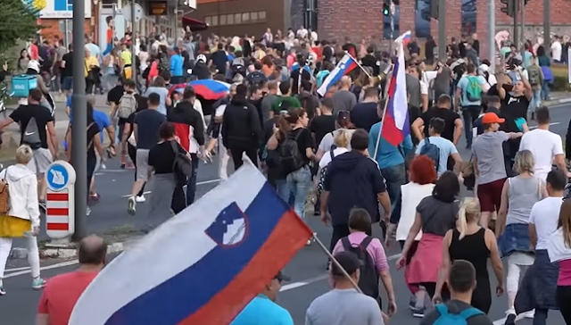 Szeptember 29-én 100 ezren tüntettek a 280.000 lakosú Ljubljanában a COVID-fasizmus ellen Szlovénia fővárosában. Videó