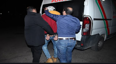 الشرطة تطلق الرصاص لتوقيف 30 مشجعا كرويا مسلحين بسيوف كبيرة...