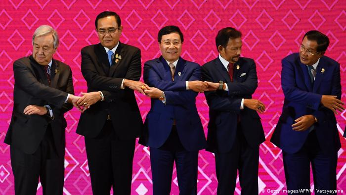 Thailand's Prime Minister Prayut Chan-o-cha (2nd from left) receives trading partner in Bangkok