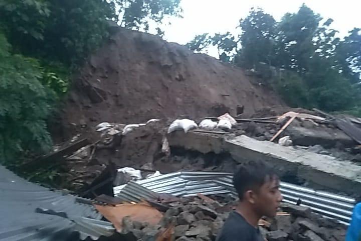 Banjir dan Tanah Longsor Sebabkan 5 Orang Meninggal Dunia