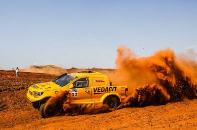 O Ford Ranger V8 4x4 (Sanderson Pereira)