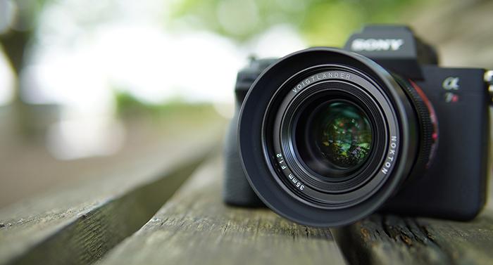 Voigtlander Nokton 35mm f/1.2 SE с камерой Sony