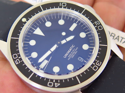 ... dengan tali nato kanvas abu abus .yang semuanya merupakan bawaan dari jam  tangan UNIMATIC ini. Kondisi Like New in Box 1f400e62d2