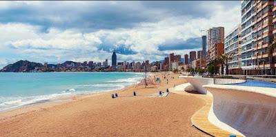 Benidorm y salou destinos favoritos de playas en España