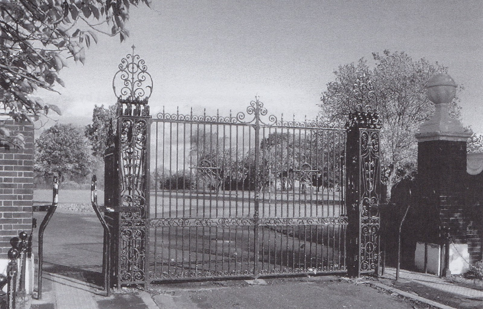 Figure 5: Hayes Place Gates - now at the entrance to Concord Park in Sheffield
