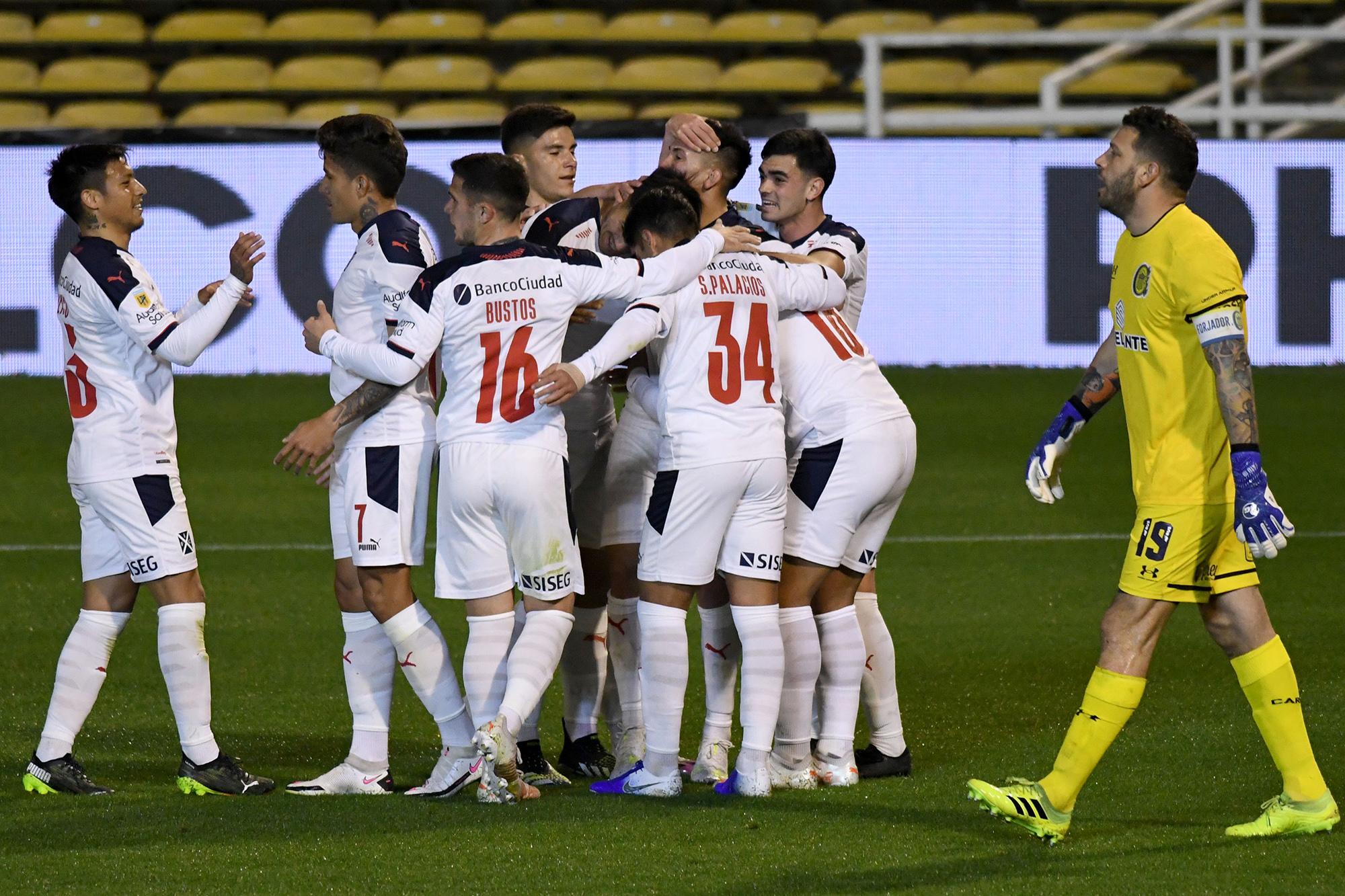 Independiente venció a Central y se afianza en la punta