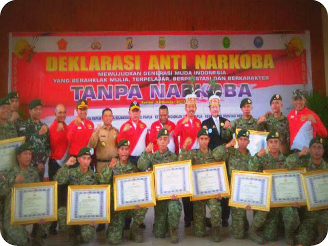12 Prajurit Satgas Yonif Pr 432 Kostrad dapat Penghargaan Anti Narkoba