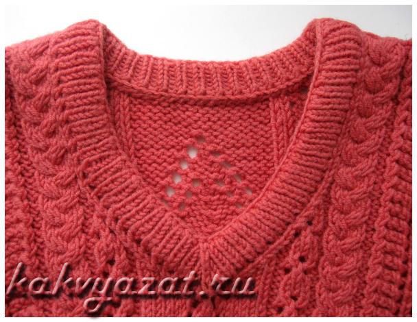 Горловина пуловера, связанная резинкой в два слоя.