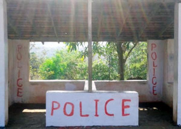 News, Kasaragod, Kerala, BJP, Arrest, Kanhangad, Police, Investigation,BJP workers arrested for painting Bus Stop