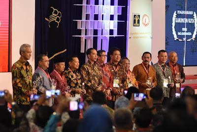 Gubernur Ridho Terima Penghargaan Pembina HAM Terbaik Dari Presiden Jokowi