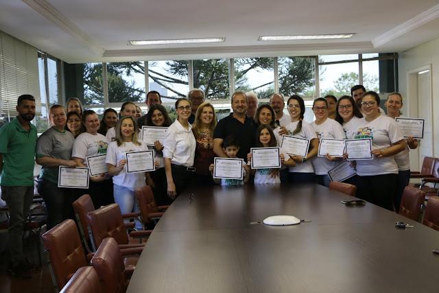 Prefeitura homenageia professores e alunos finalistas do Agrinho
