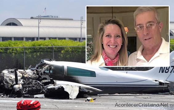 Pareja sobrevive al accidente de avión