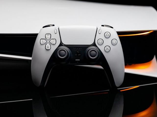 https://www.simturax.com/2020/12/head-xbox-praised-playstation-5-he-applauds-creators-gamepad.html