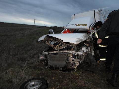 Fiat Fiorino chocó contra un camión entre Laborde y Pascanas