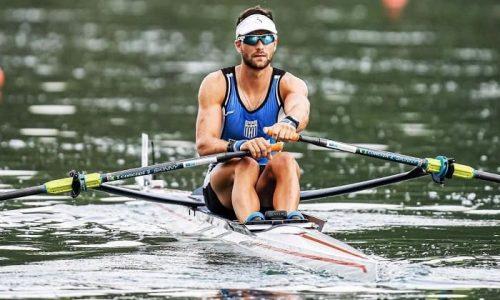 Ο Στέφανος Ντούσκος, πρωταθλητής του ΝΟΙ, μετά από μία εντυπωσιακή κούρσα στο Βαρέζε, κατέλαβε την πρώτη θέση στον μεγάλο τελικό του σκιφ ανδρών και πήρε το δικαίωμα συμμετοχής στους Ολυμπιακούς Αγώνες.