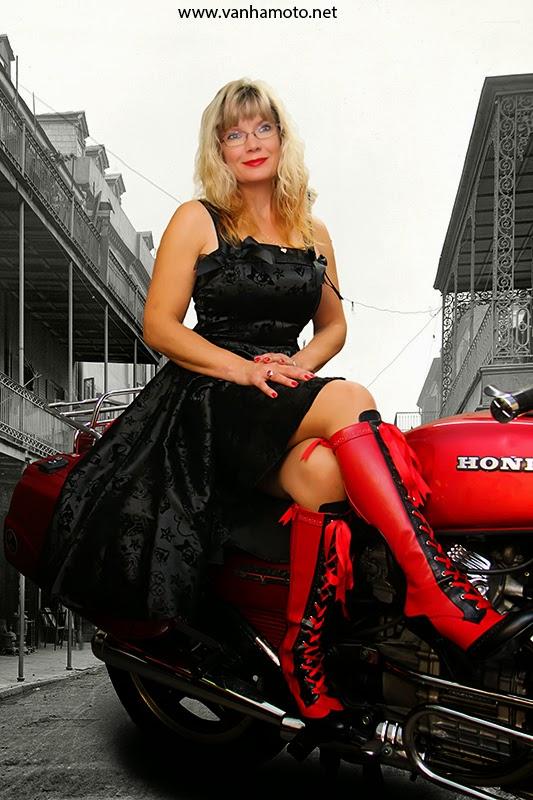High heel boots, dress, no panties, Honda CX, Viivi II - Suomen tunnetuin yksittäinen moottoripyörä?