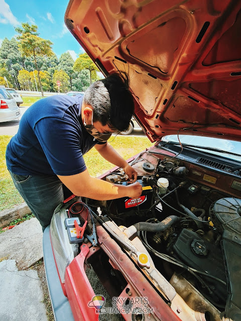 Nazrul, CARPUT Technician helping me to install a new car battery CARPUT Review and Discount Promo CODE CCGSCD RM10 Coupon
