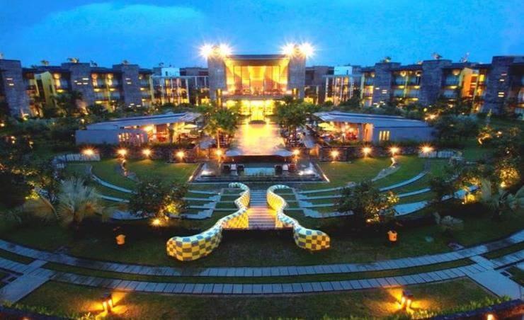 Daftar Hotel dengan Letak Strategis di Palembang, Pemandangan Malamnya Indah Banget!
